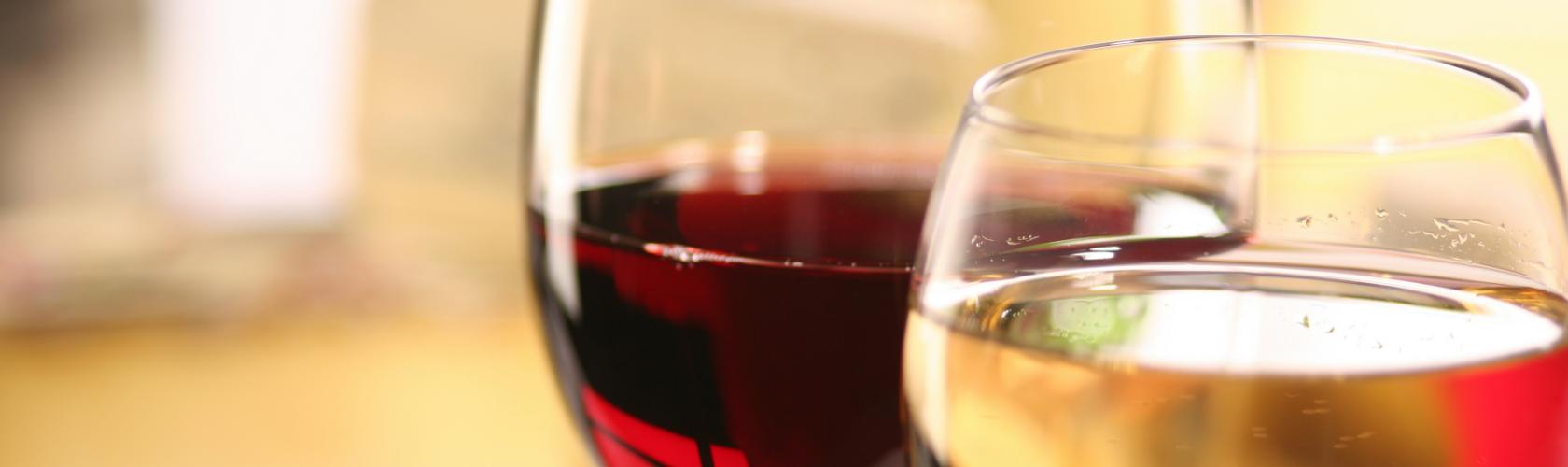 Pesquisa confirma que uma taça de vinho previne câncer